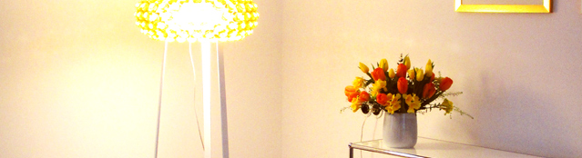 Lampe und Sideboard-1